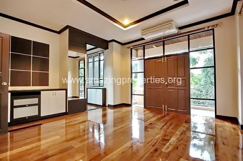 4 Bedroom House Ekkamai-8