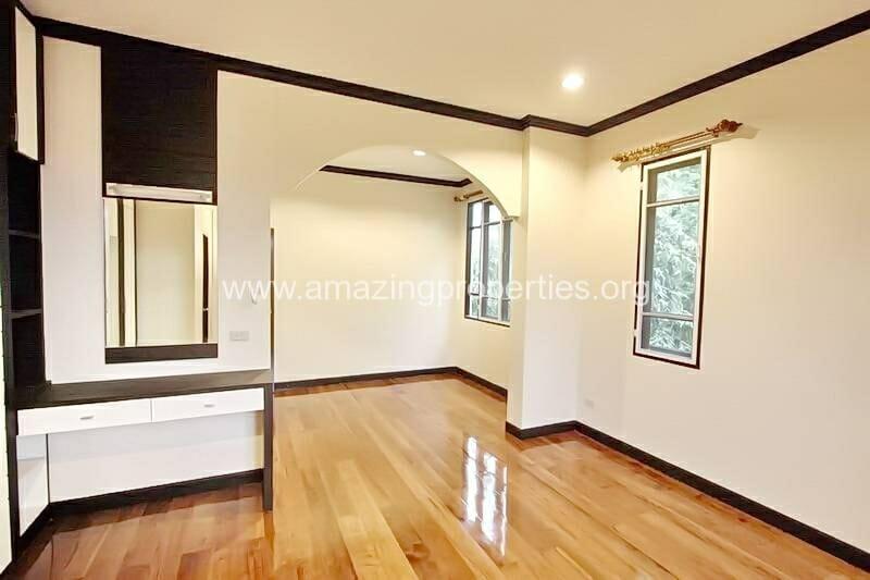 4 Bedroom House Ekkamai-9