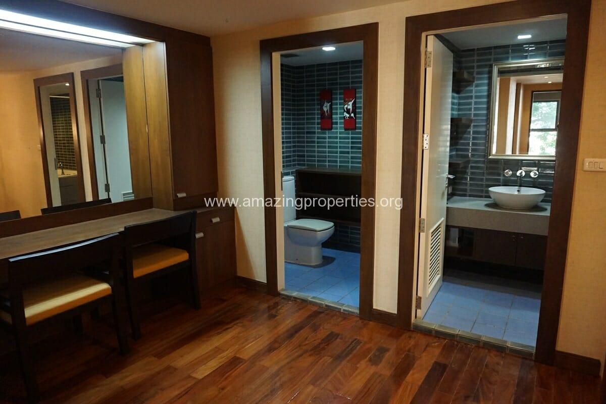 Duplex 1 bedroom condo Urbana Sukhumvit 15-13