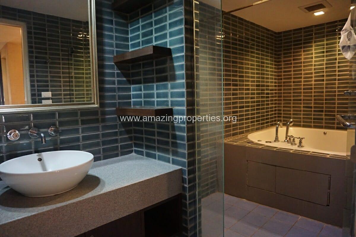 Duplex 1 bedroom condo Urbana Sukhumvit 15-16