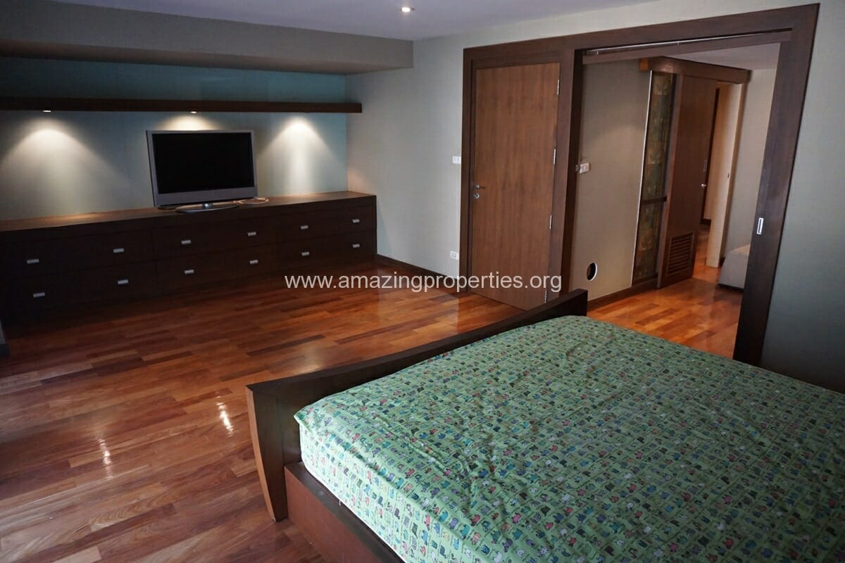Duplex 1 bedroom condo Urbana Sukhumvit 15-21