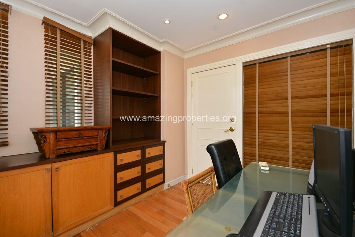 Prime Mansion Promsri 3 Bedroom Condo-11