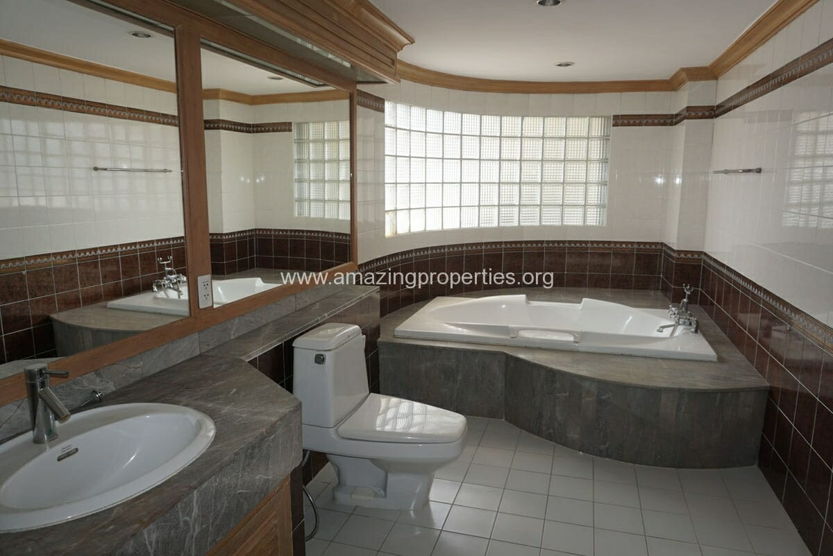 Phrom Phong 4 Bedroom Penthouse for Rent-16