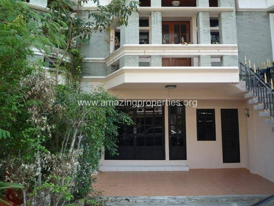 Phrom Phong 3 Bedroom Town House for Rent