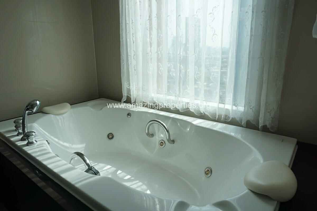 3 Bedroom Condo for Rent at Fullerton Sukhumvit (27)