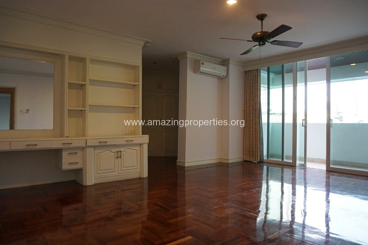 4 Bedroom Apartment Sachayan Court with Private Garden (23)