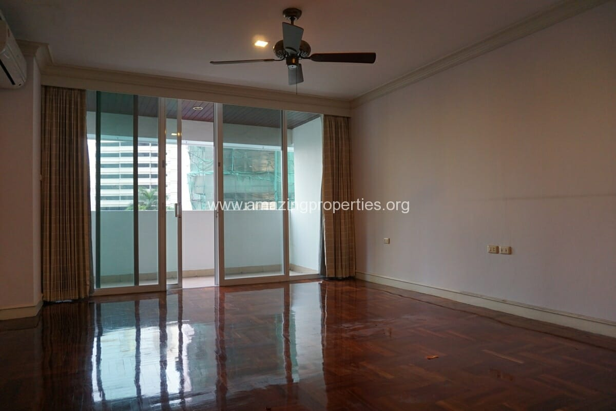 4 Bedroom Apartment Sachayan Court with Private Garden (27)