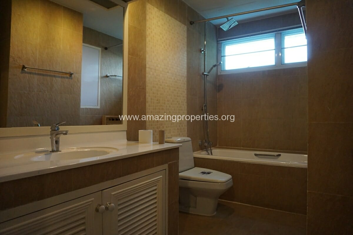 4 Bedroom Apartment Sachayan Court with Private Garden (32)