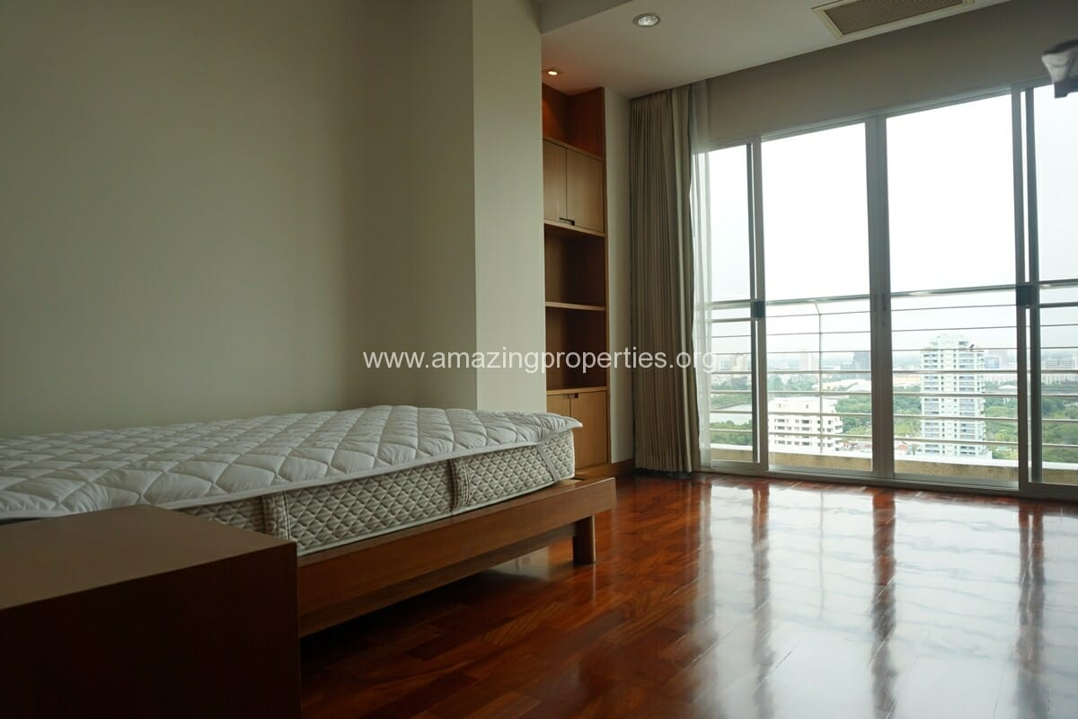 4 Bedroom Apartment for Rent BT Residence (45)