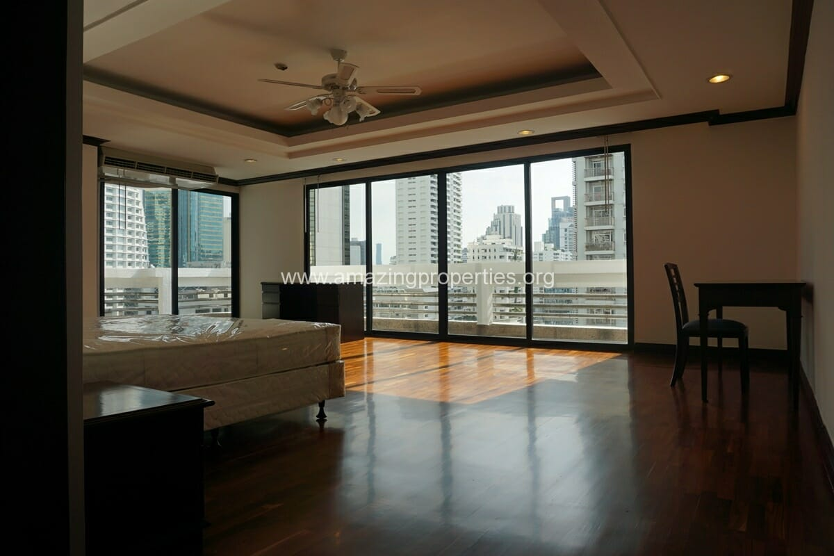 Duplex Penthouse for Rent Jaspal Apartment Sukhumvit 23 (22)