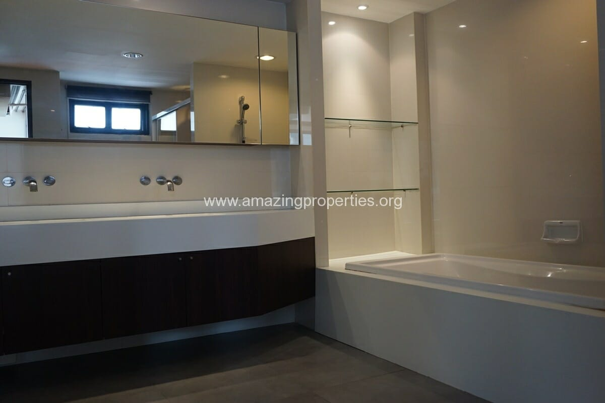 Duplex Penthouse for Rent Jaspal Apartment Sukhumvit 23 (25)