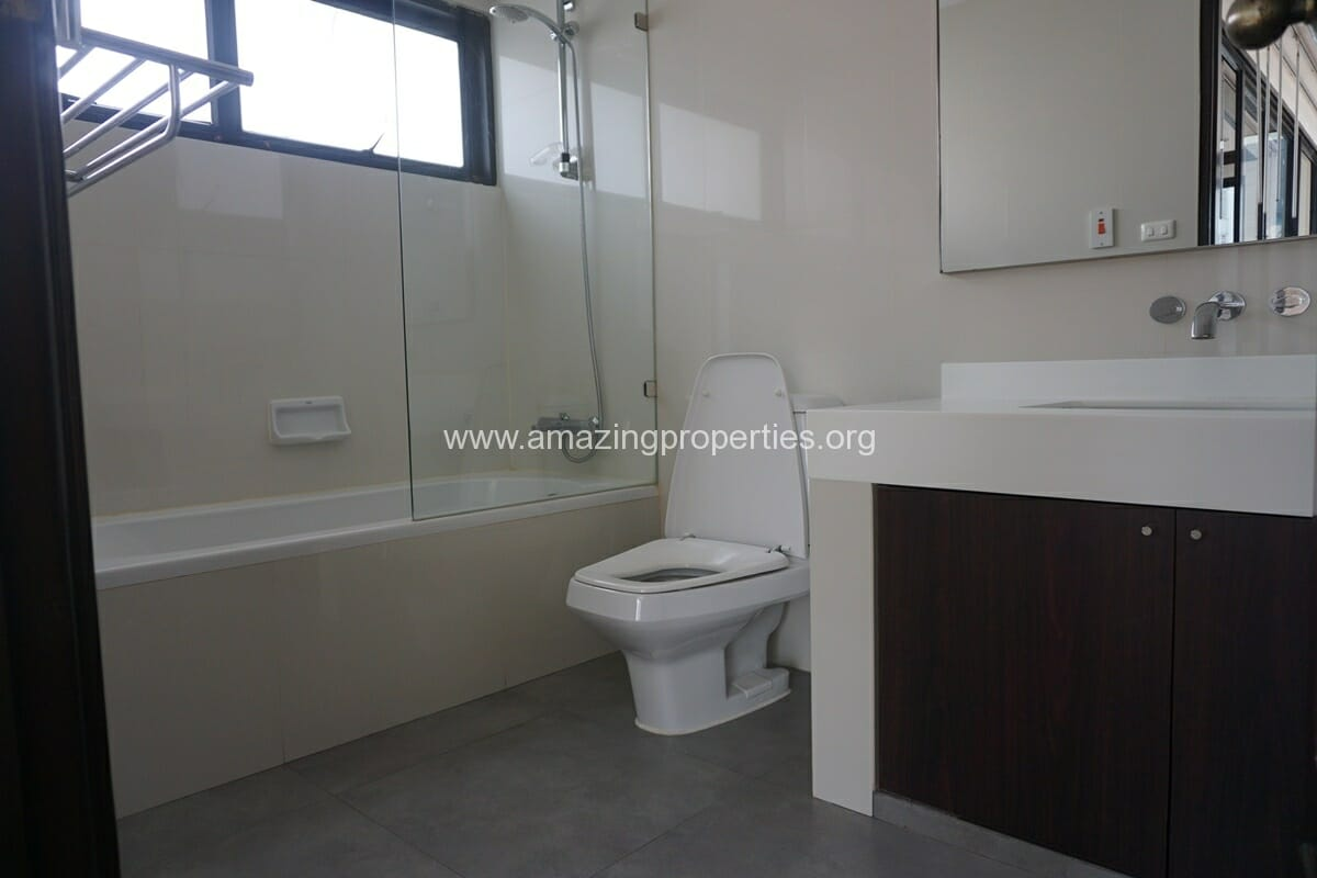 Duplex Penthouse for Rent Jaspal Apartment Sukhumvit 23 (33)