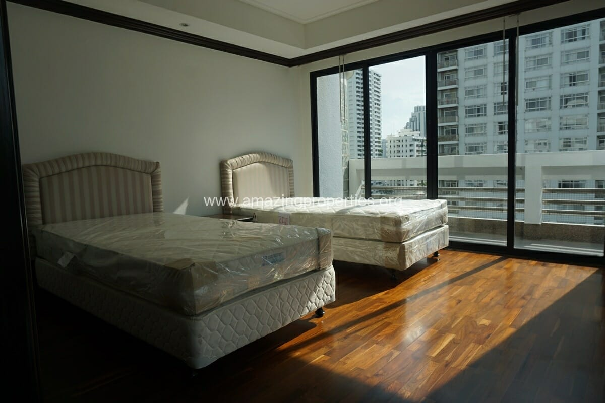 Duplex Penthouse for Rent Jaspal Apartment Sukhumvit 23 (34)