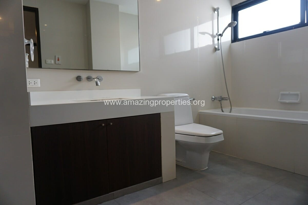 Duplex Penthouse for Rent Jaspal Apartment Sukhumvit 23 (38)