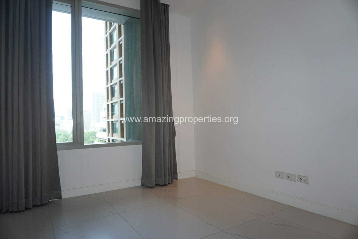 2 Bedroom Condo at 185 Rajdamri (28)