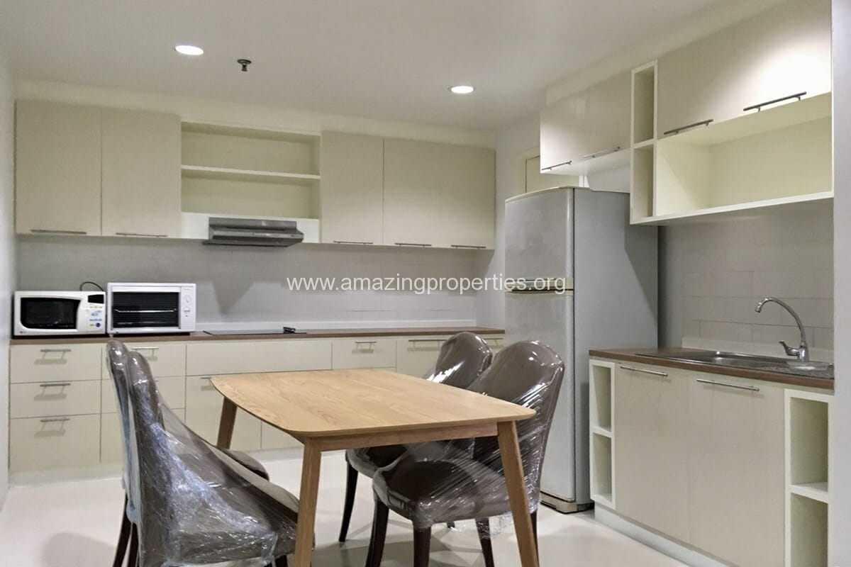 2 Bedroom Condo Baan Suanpetch (1)