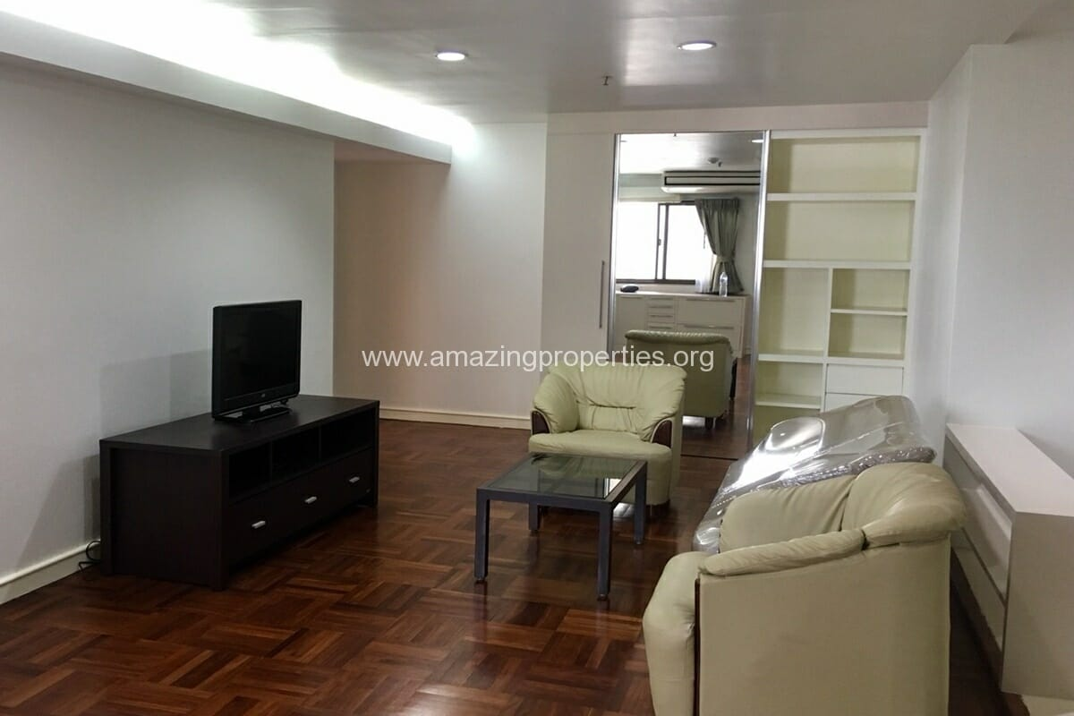 2 Bedroom Condo Baan Suanpetch (3)