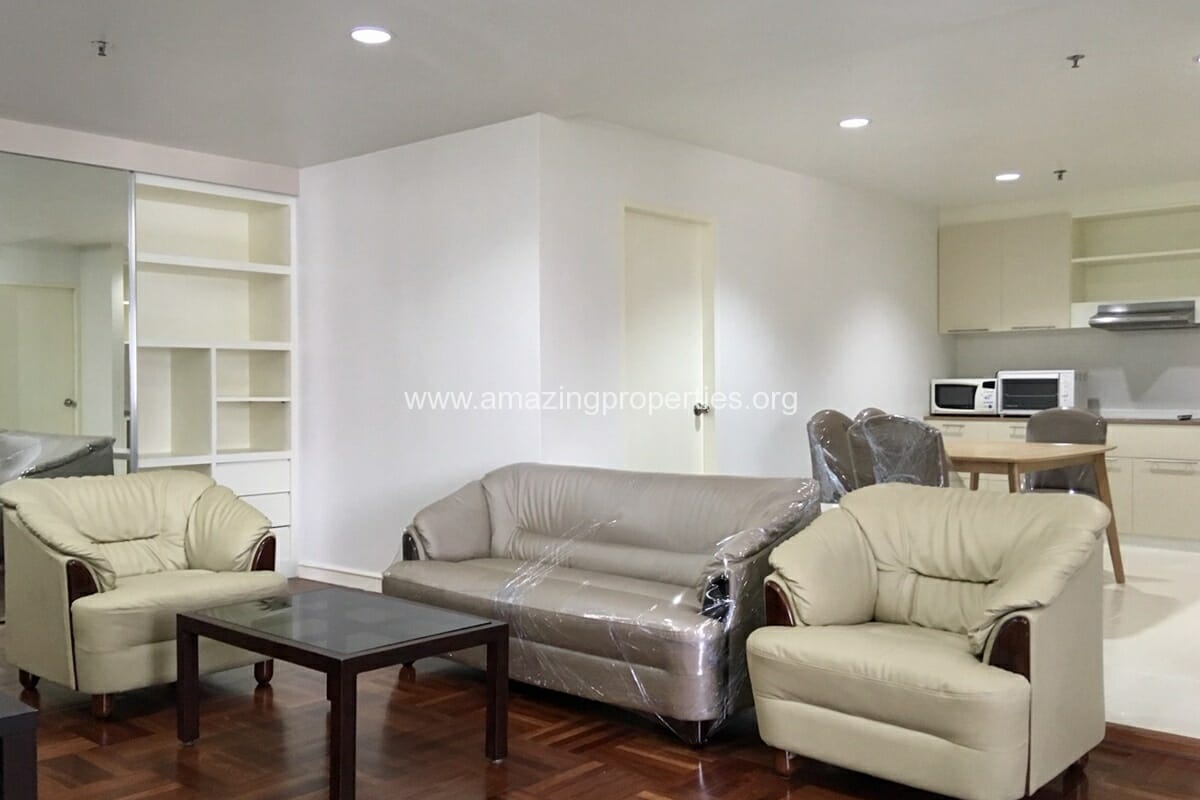 2 Bedroom Condo Baan Suanpetch (4)