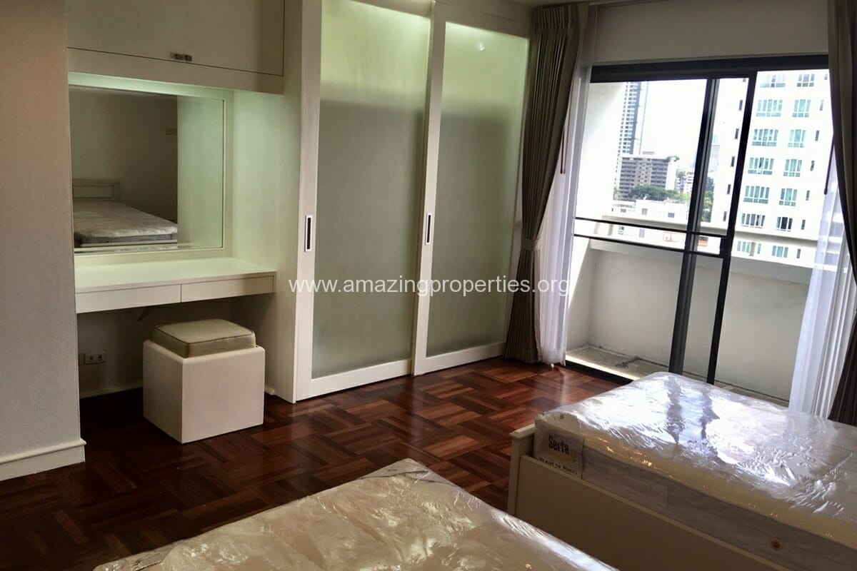 2 Bedroom Condo Baan Suanpetch (6)