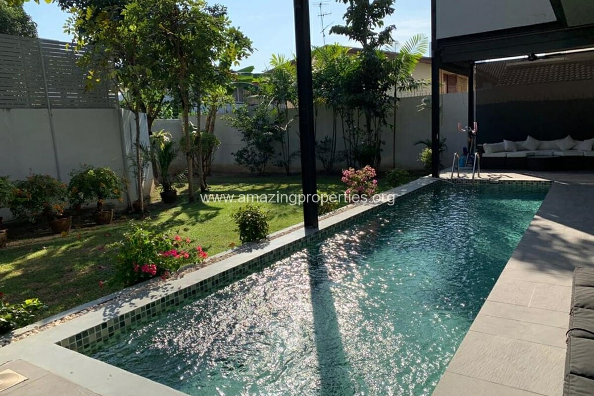 Ekkamai 4 Bedroom House with pool