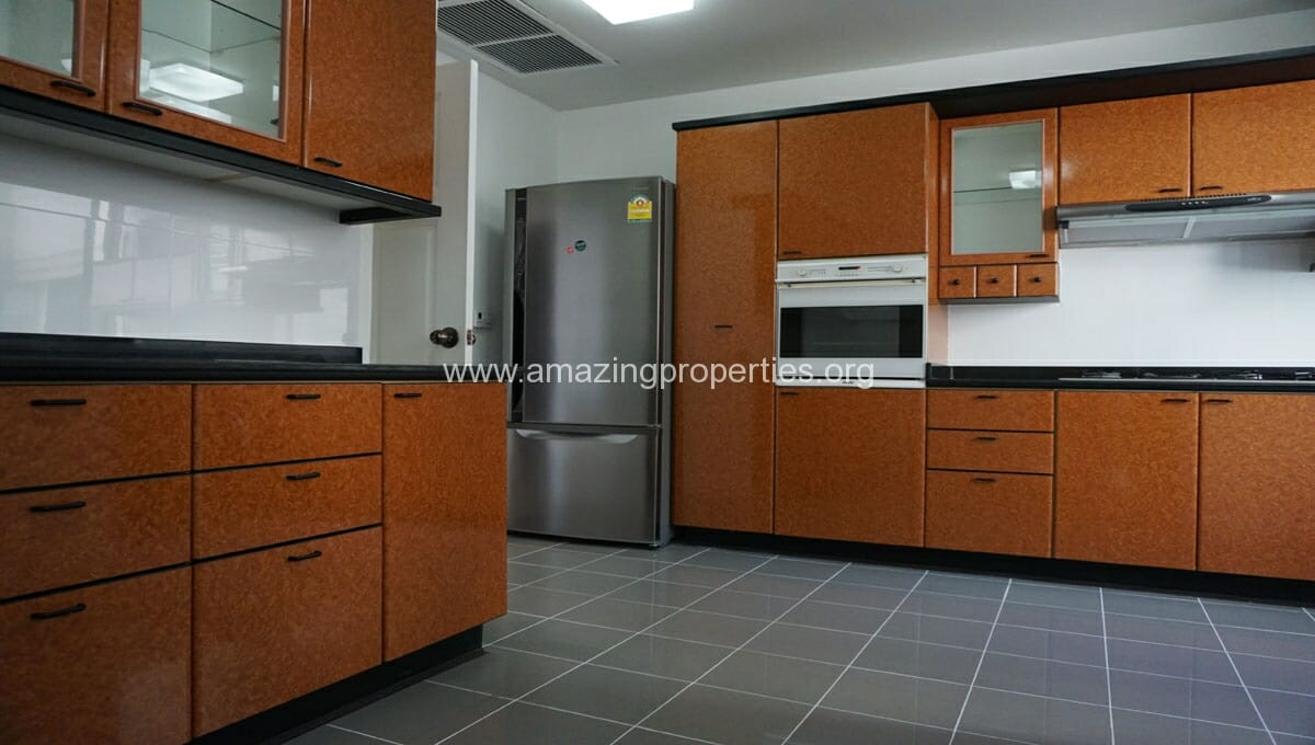 Ruamsuk 3 bedroom condo for rent