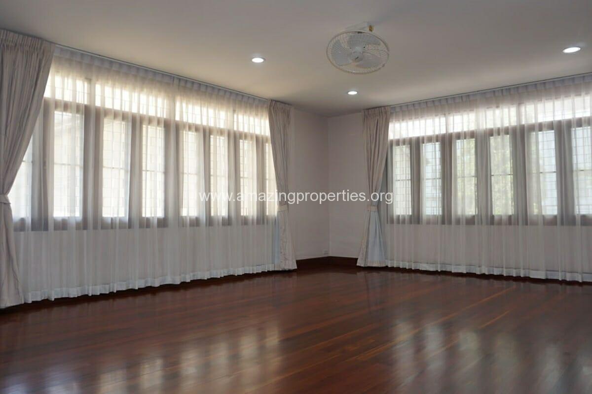 3 bedroom house with Garden Asoke (10)