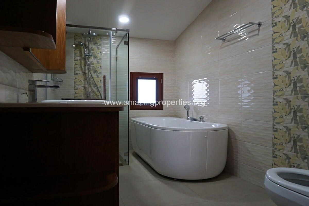 3 bedroom house with Garden Asoke (11)