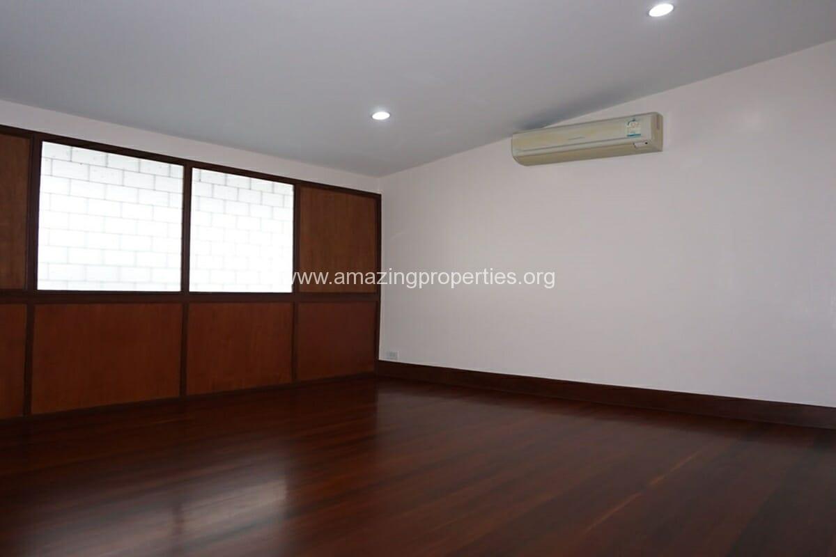 3 bedroom house with Garden Asoke (13)
