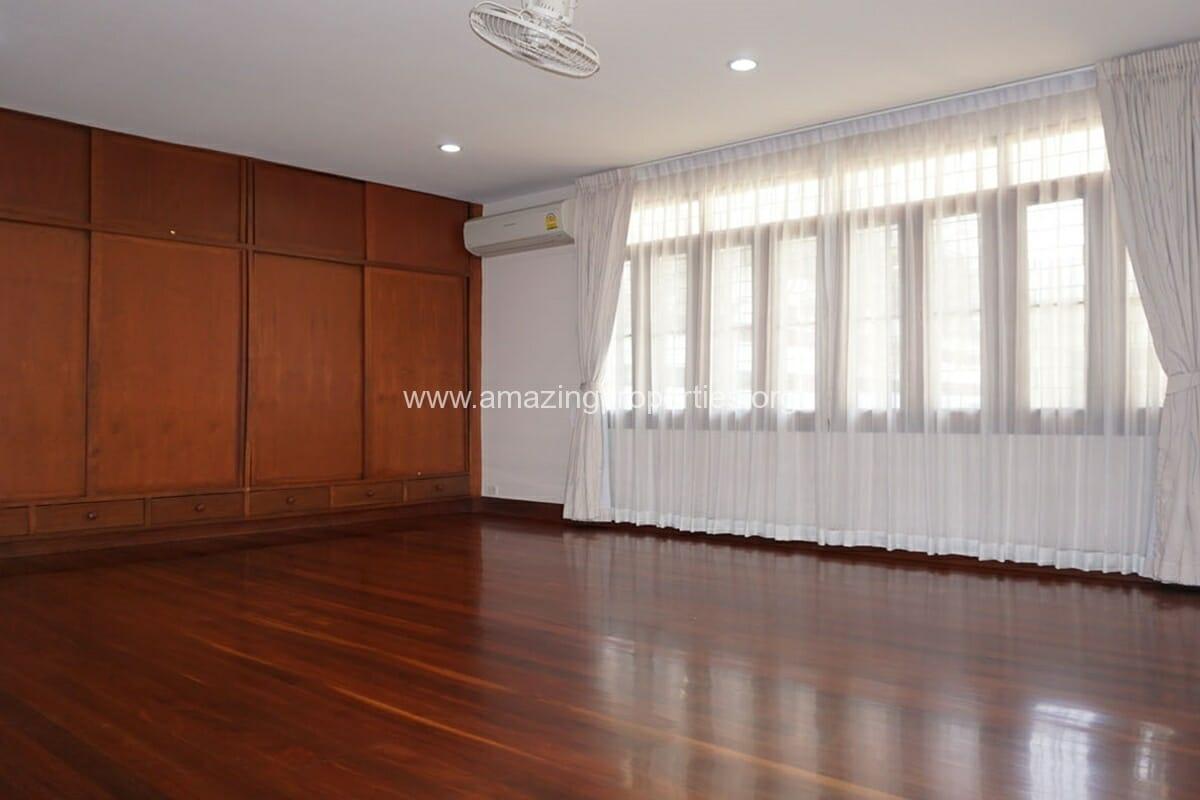 3 bedroom house with Garden Asoke (14)