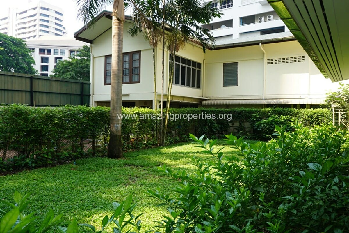 3 bedroom house with Garden Asoke