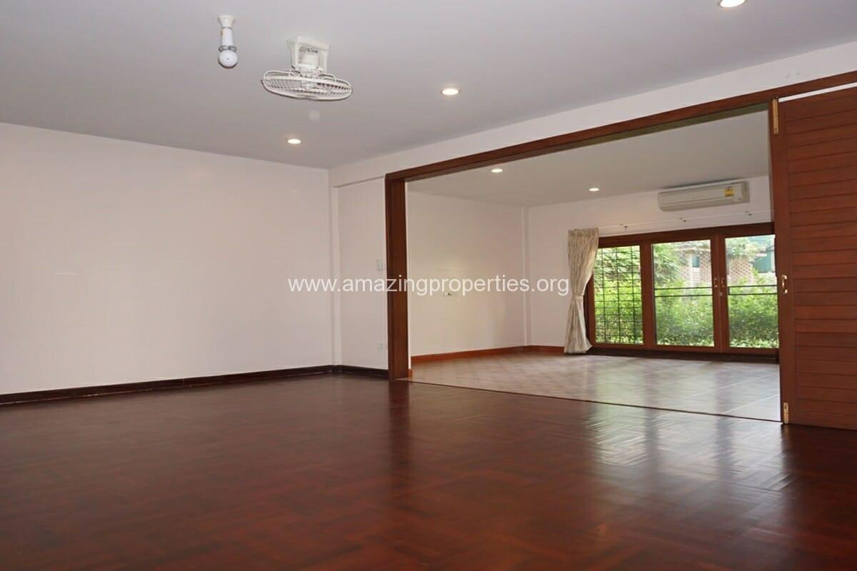 3 bedroom house with Garden Asoke (2)