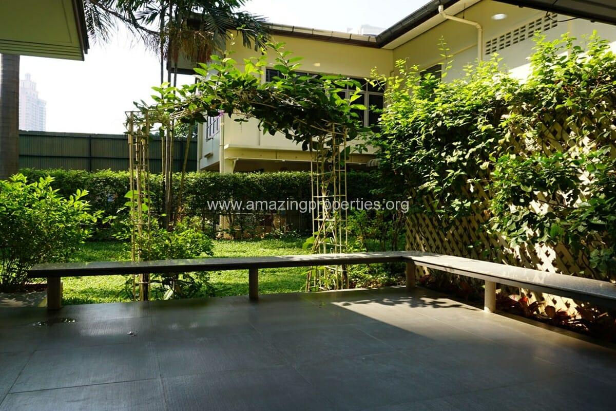3 bedroom house with Garden Asoke (4)