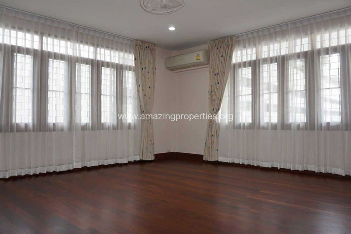 3 bedroom house with Garden Asoke (6)