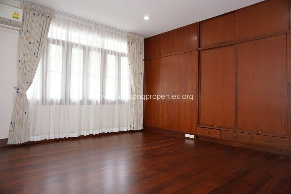 3 bedroom house with Garden Asoke (7)