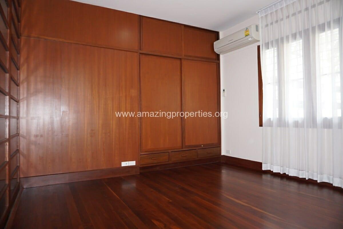 3 bedroom house with Garden Asoke (9)