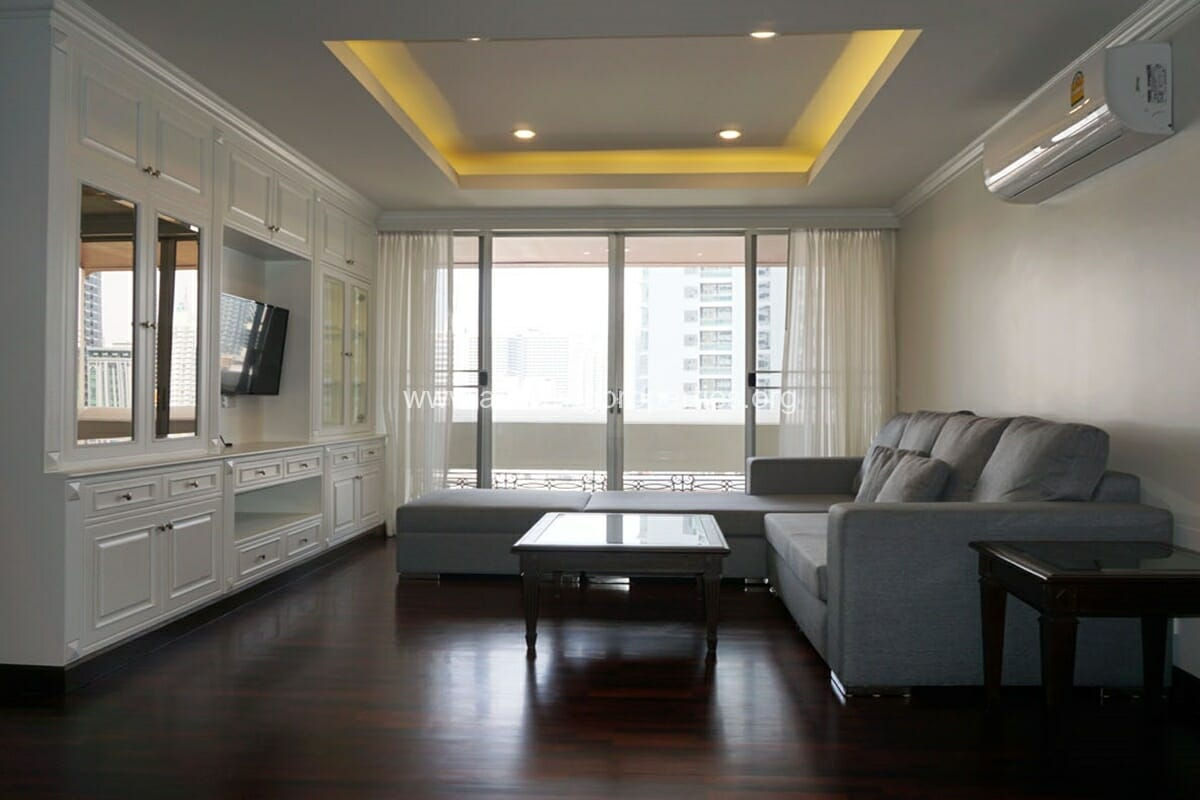 Newton Tower 2 Bedroom condo with studyroom for rent